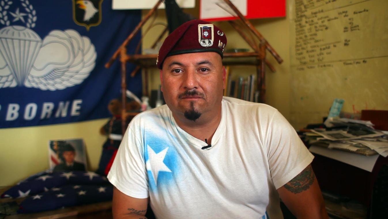 Гектор Барахас помогает людям, которые попали в ту же ситуацию, что и он. Фото: kpbs.org