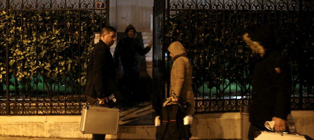Криминалисты прибывают на место обнаружения тела российского дипломата в Афинах Андрея Маланина. Фото kpcdn.net