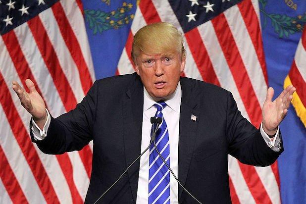 У Дональда Трампа низкий рейтинг из-за сомнительных государственных решений. Фото: thewrap.com