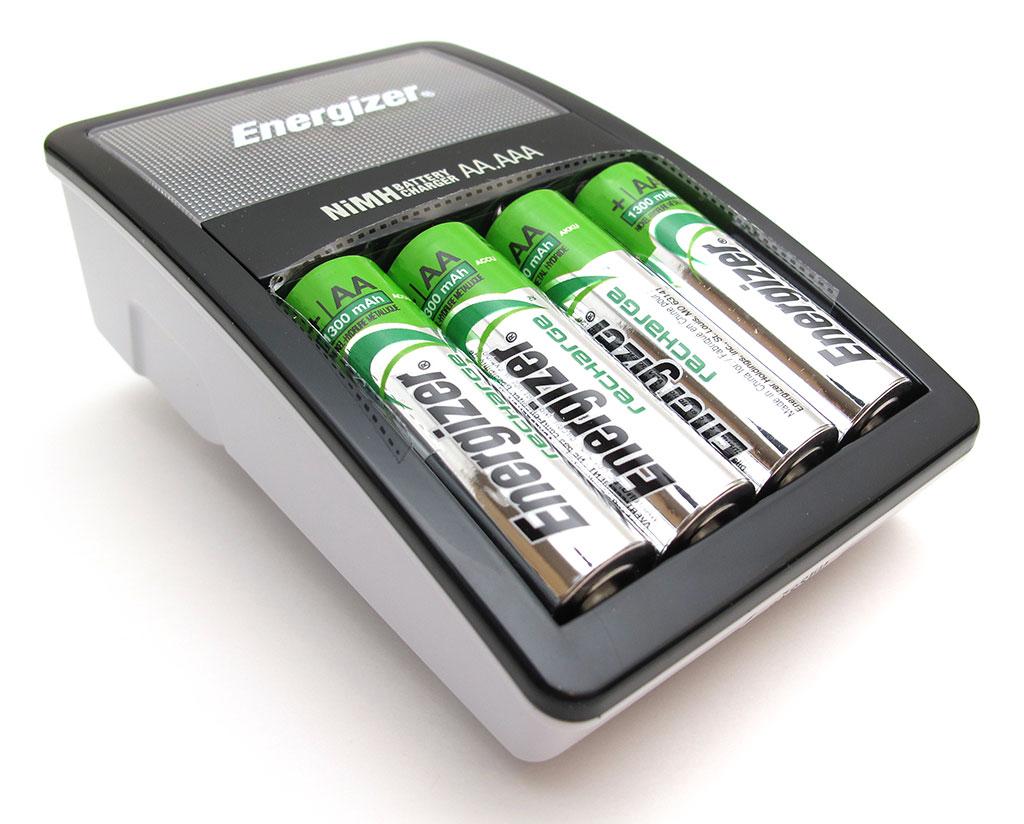 Не обязательно выбрасывать батарейки после одного использования. Фото: genetics.wisc.edu