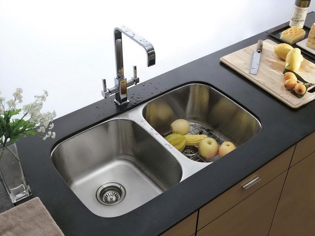 Кухонную раковину нужно ежедневно чистить. Фото: ghar360.com