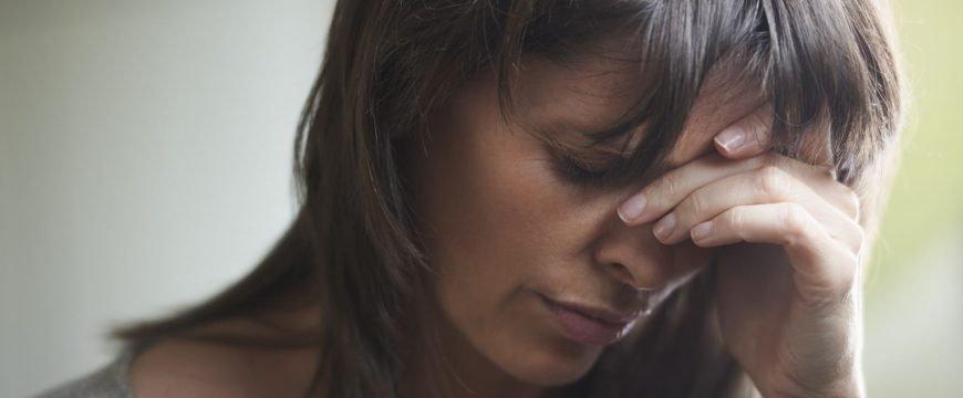 Суупругам и детям квалифицированных сотрудников хотят запретить устраиваться на работу. Фото: verywell.com