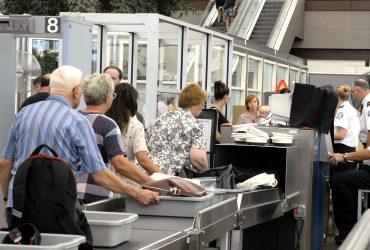 Спастись от проверки девайсов в США очень сложно. Фото: huffingtonpost.com