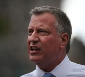 Мэр Нью-Йорка запретил иммиграционной службе вламываться в школы