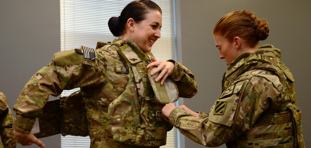 Женщиной в армии уже мало кого удивишь. Фото army.mil