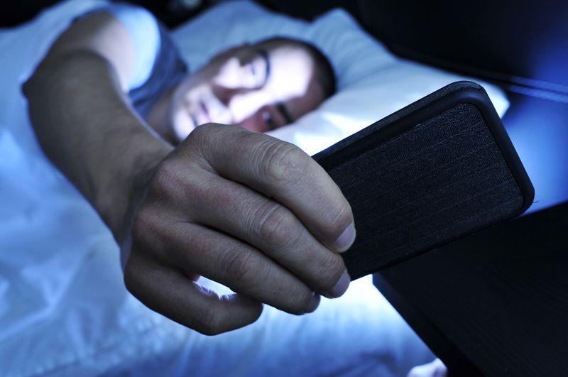 Никто не хочет получать имейл в 3 утра. Фото: wnyc.org