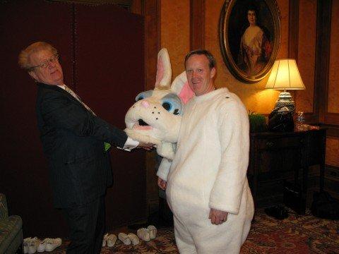 Кажется, Спайсеру нравится образ пасхального кролика. Фото: washingtonpost.com