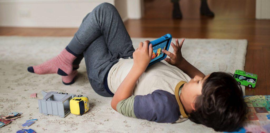 Для детей отлично подойдет планшет Amazon Fire Kids Edition.