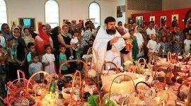 Богослужение и освящение куличей в соборе Святой Матроны