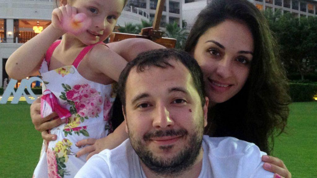 Роман Селезнев с семьей. Фото: bbc.com