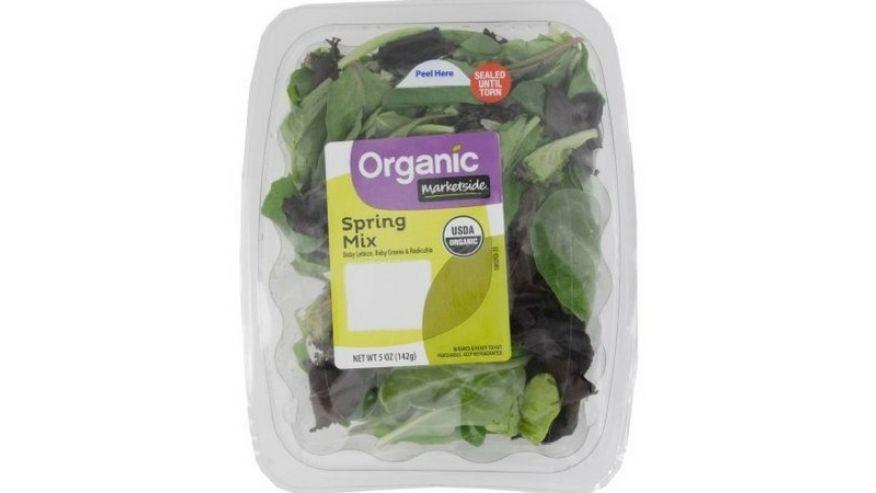 Если вы купили такй салат, выбросьте его или верните в магазин. Фото: fox59
