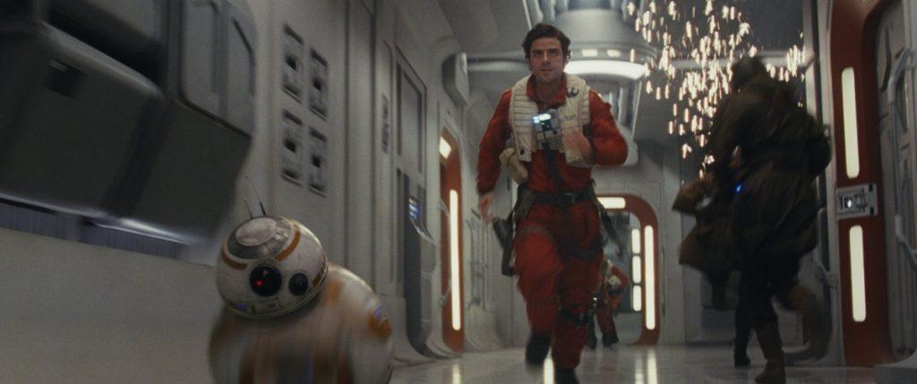 По и BB-8 от чего-то бегут. Фото businessinsider.com