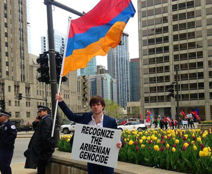 На улицах Чикаго требуют признать армянский геноцид. Фото: hiveminer.com