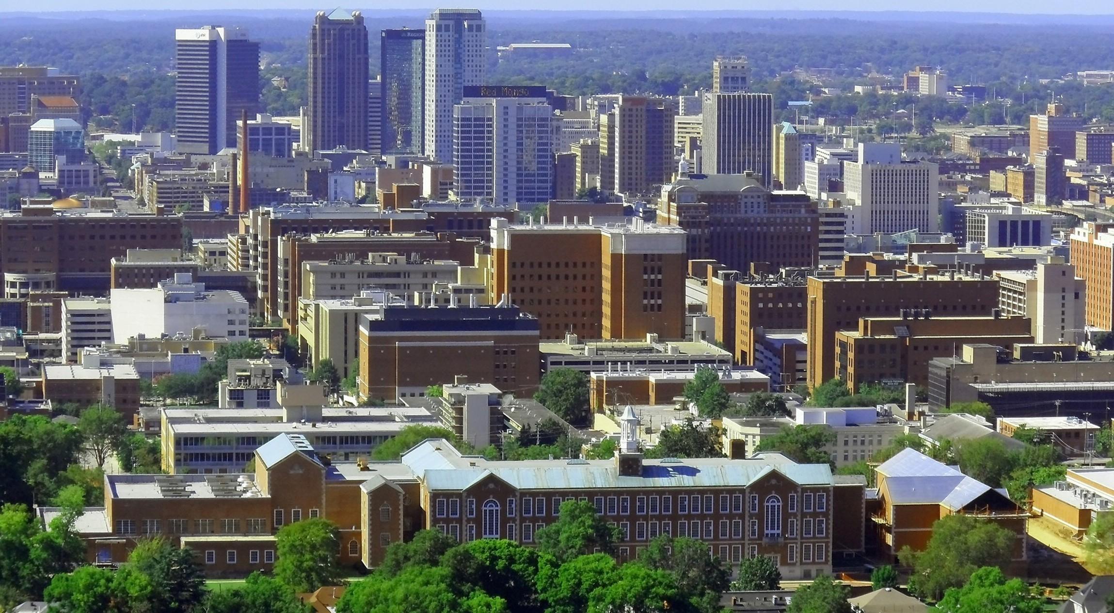 В Бирмингеме развито машиностроение и текстильная промышленность. Фото: grouptraveldirectory.com