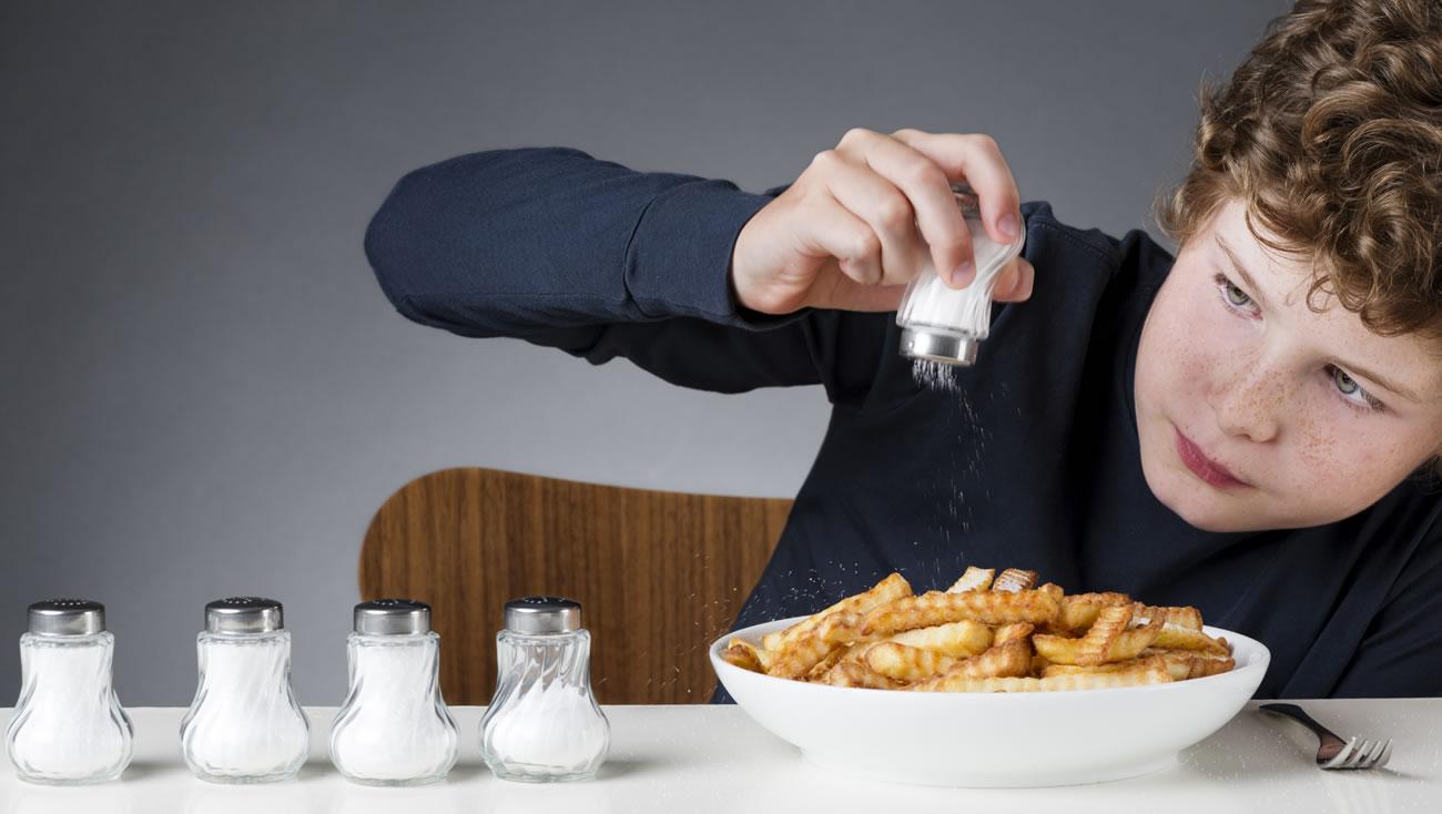 Соль может вызвать сердечно-сосудистые заболевания. Фото: homegymr.com
