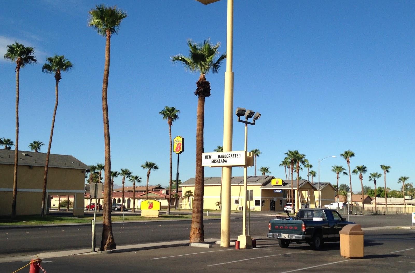 Большинство людей в Эль-Сентро работают в пограничной службе. Фото: dixonheadingwest.blogspot.com