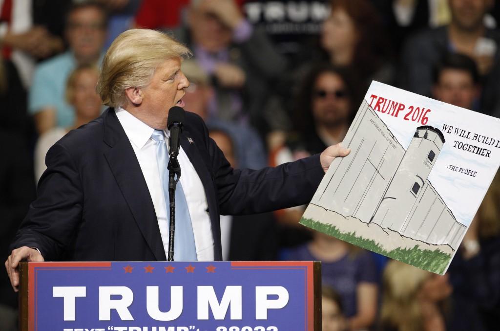 Трамп вернется к стене в сентябре. Фото: pbs.org