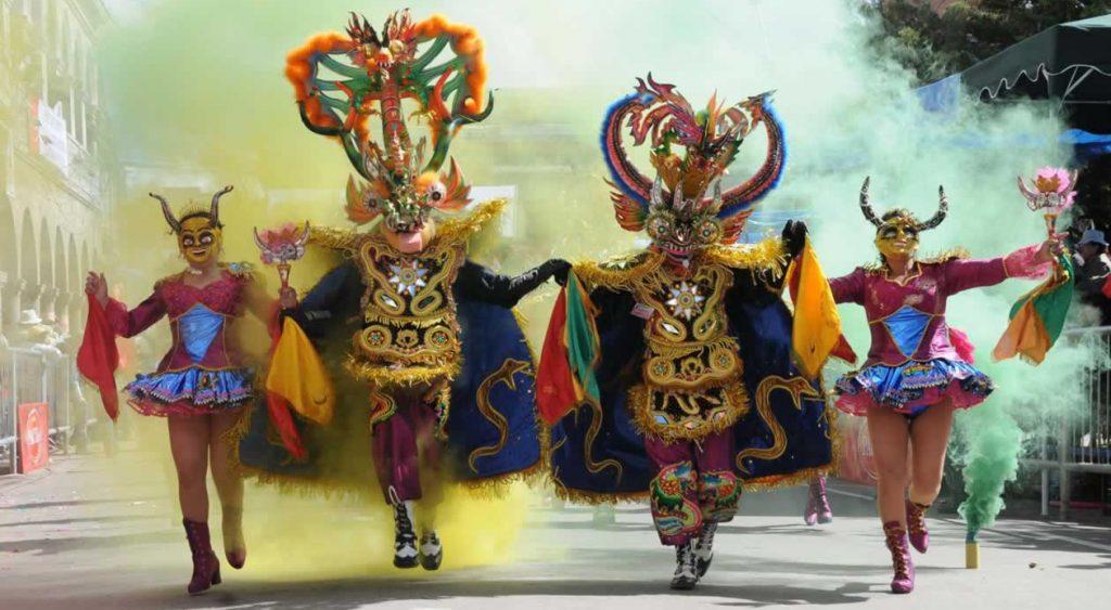 Боливийский карнавал порадует вас буйством ярких красок и заводной музыки! Фото in-peru.travel