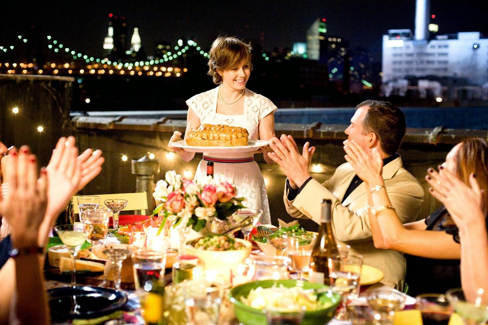 картинки с днем рождения стол и люди назвала