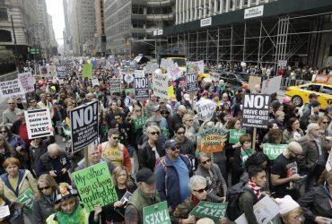 Протестующие требуют от президента Трампа предъявить налоговую декларацию