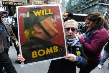 В США прошли митинги против ракетного удара по Сирии
