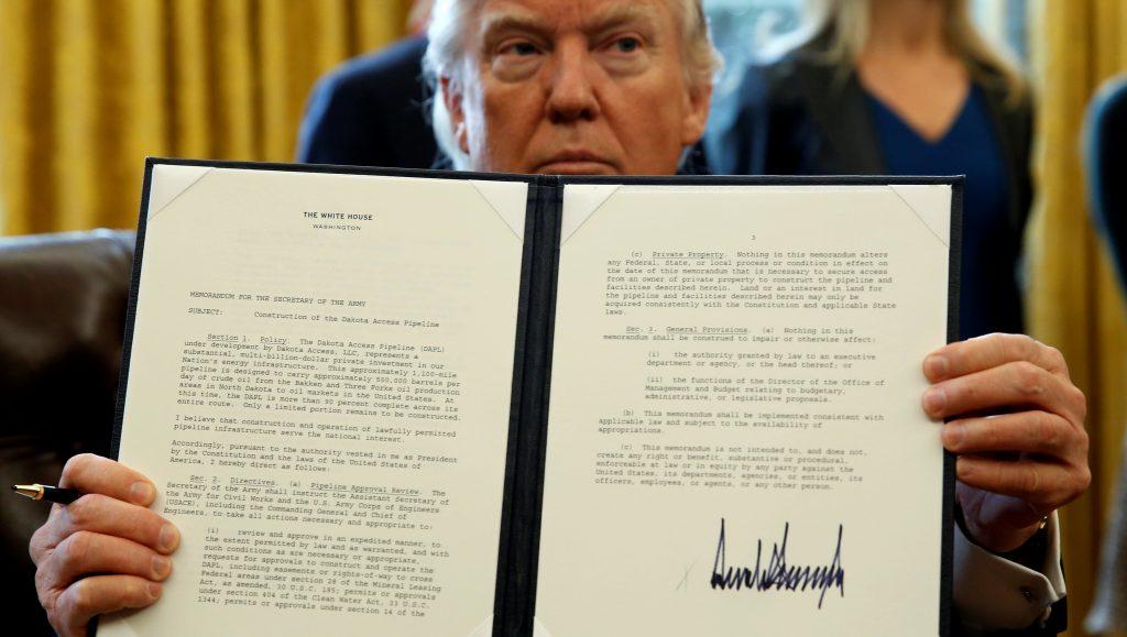 Трамп подписал еще один спорный исполнительный указ. Фото: pbs.org