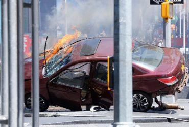 Автомобиль на большой скорости врезался в толпу прохожих на Таймс-Сквер