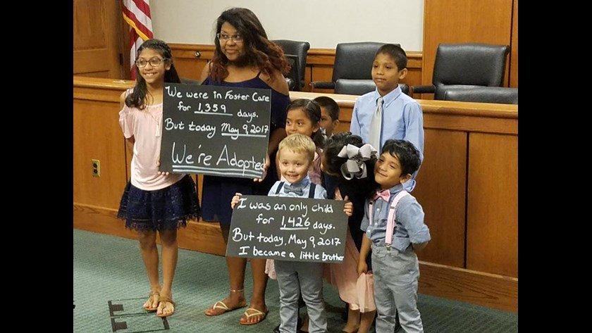 Дети рады официальному усыновлению. Фото: 11alive.com