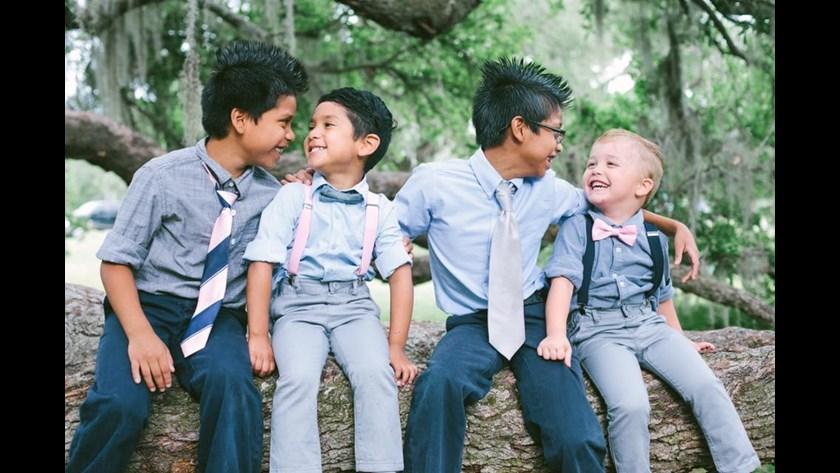 Родной сын Кларков подружился с ребятами. Фото: 11alive.com
