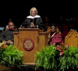 ВИДЕО: Бетси Девос освистали на вручении дипломов во Флориде