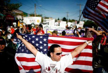Сотни тысяч рабочих протестуют против иммиграционных ограничений