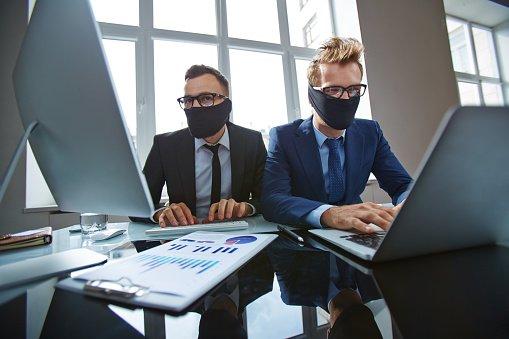 Хакеры взломали более миллиона адресов. Фото: cfo.com