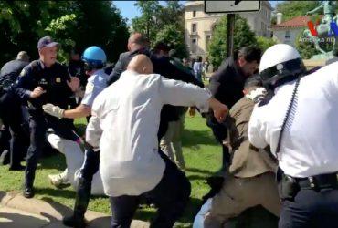 ВИДЕО: Сторонники турецкого президента избили протестующих в Вашингтоне