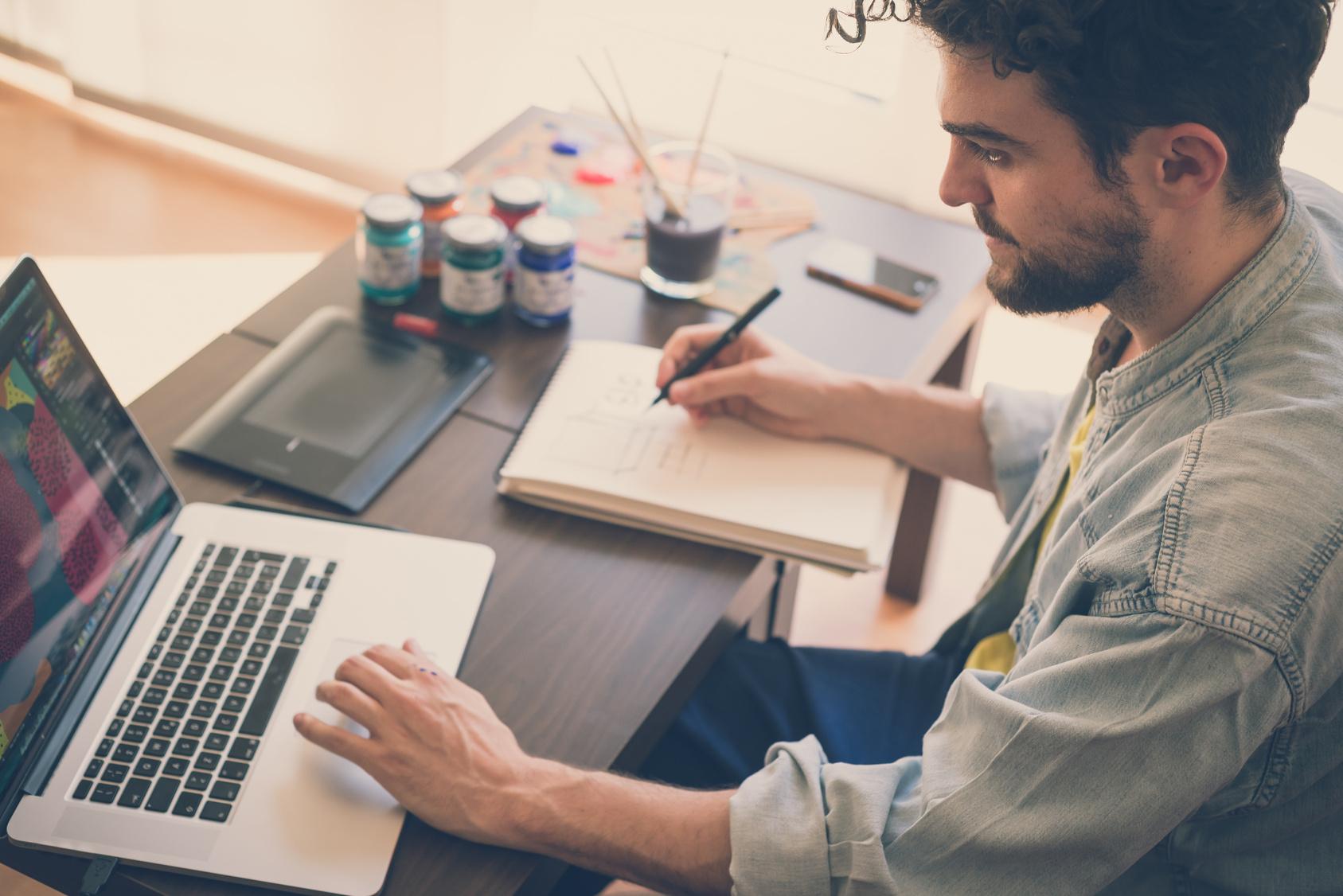 Работа онлайн предоставляет много удобств. Фото: forbes.com