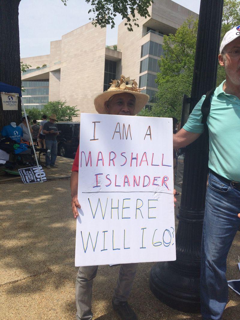 """""""Я житель Маршалловых островов. Куда я пойду?"""" Фото: vox.com"""