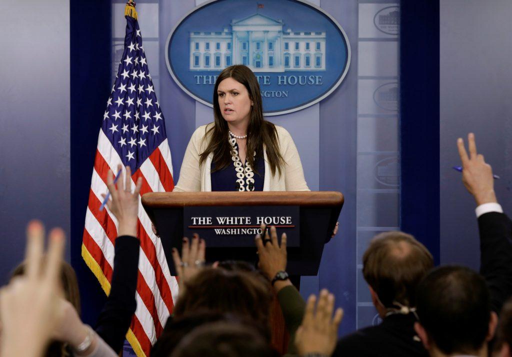 Сара Сандерс на этой неделе впервые провела брифинг. Фото: pbs.org