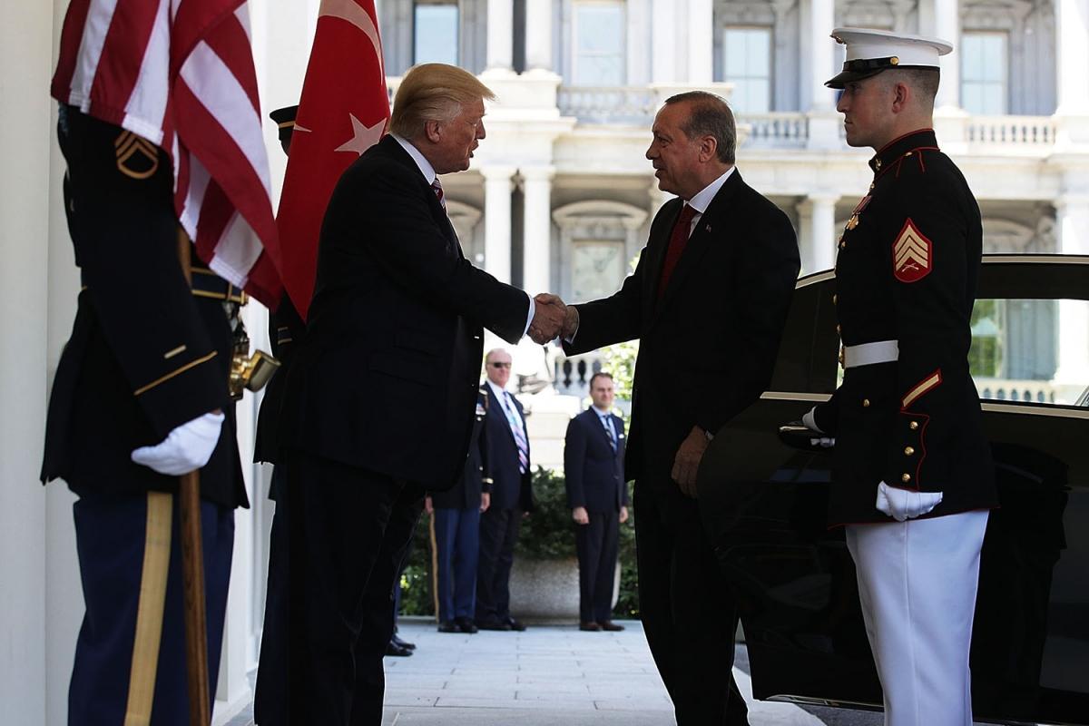Трам тепло встретил Эрдогана. Фото: theintercept.com