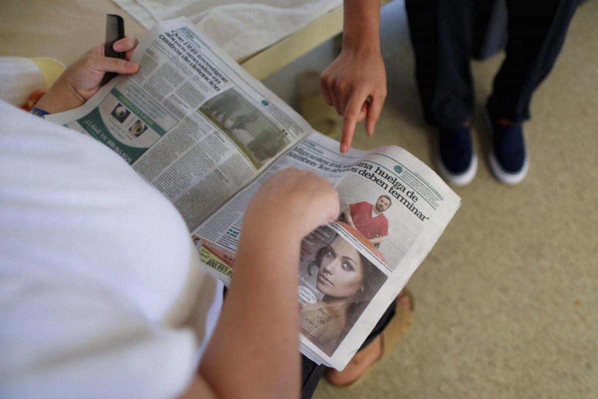 Иммигрантам можно узнавать, что происходит в мире. Фото: businessinsider.com