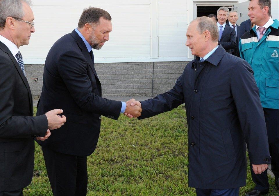 Олег Дерипаска и Владимир Путин. Фото: newsok.com