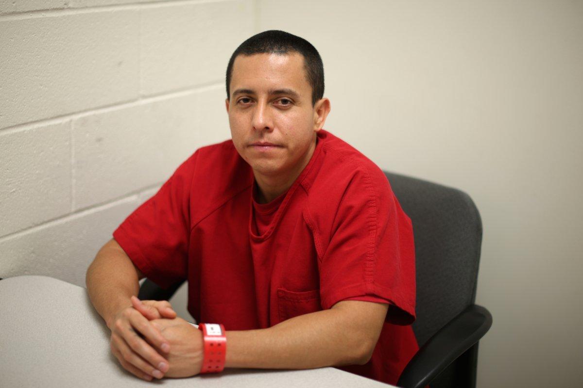 Роберто Галан, 33-летний сальвадорский иммигрант, заплатил  $3 000 за то, чтобы его нелегально перевезли в США из Сальвадора в 1997 году. Тогда он был подростком. Фото: businessinsider.com