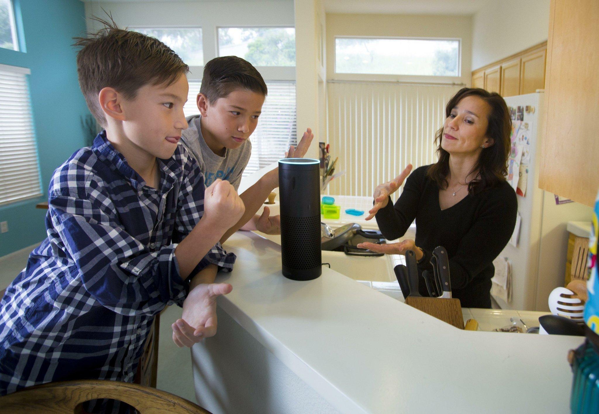 """Amazon Echo выпустили в 2014 году - именно тогда имя """"Алекса"""" стало популярным. Фото: sandiegouniontribune.com"""