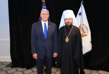 Майк Пенс и митрополит Иларион. Фото: mospat.ru