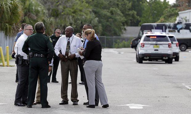 Полиция на месте происшествия. Фото: theguardian.com