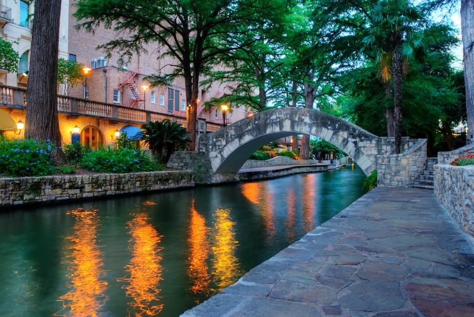 Одно из-самых популярных мест отдыха в Cан-Антонио - городская набережная. Фото: flickr.com