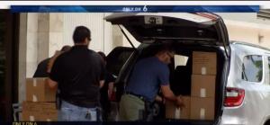 Агенты ФБР конфискуют документы из офиса Miami-Mama. Фото nbcmiami.com
