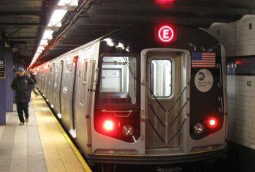 ФОТО: В нью-йоркском метро сошел с рельс поезд