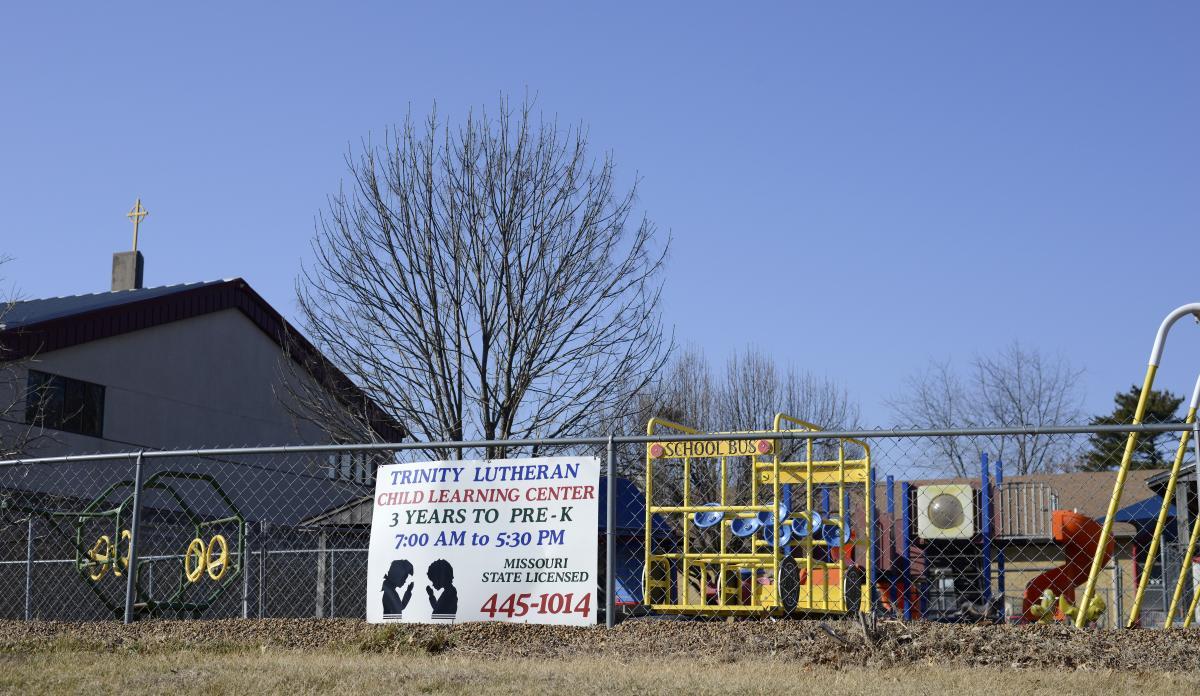 Строительство новой детской площадки превратилось в громкий судебный иск. Фото: au.org
