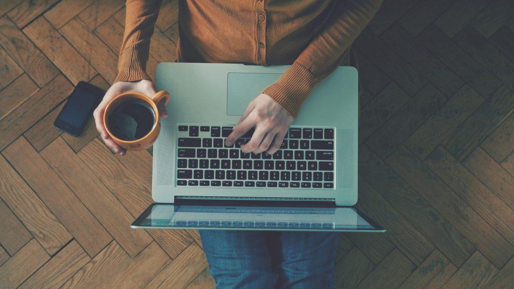 Есть множество профессий, которые не требуют работы в офисе. Фото kibit.ua