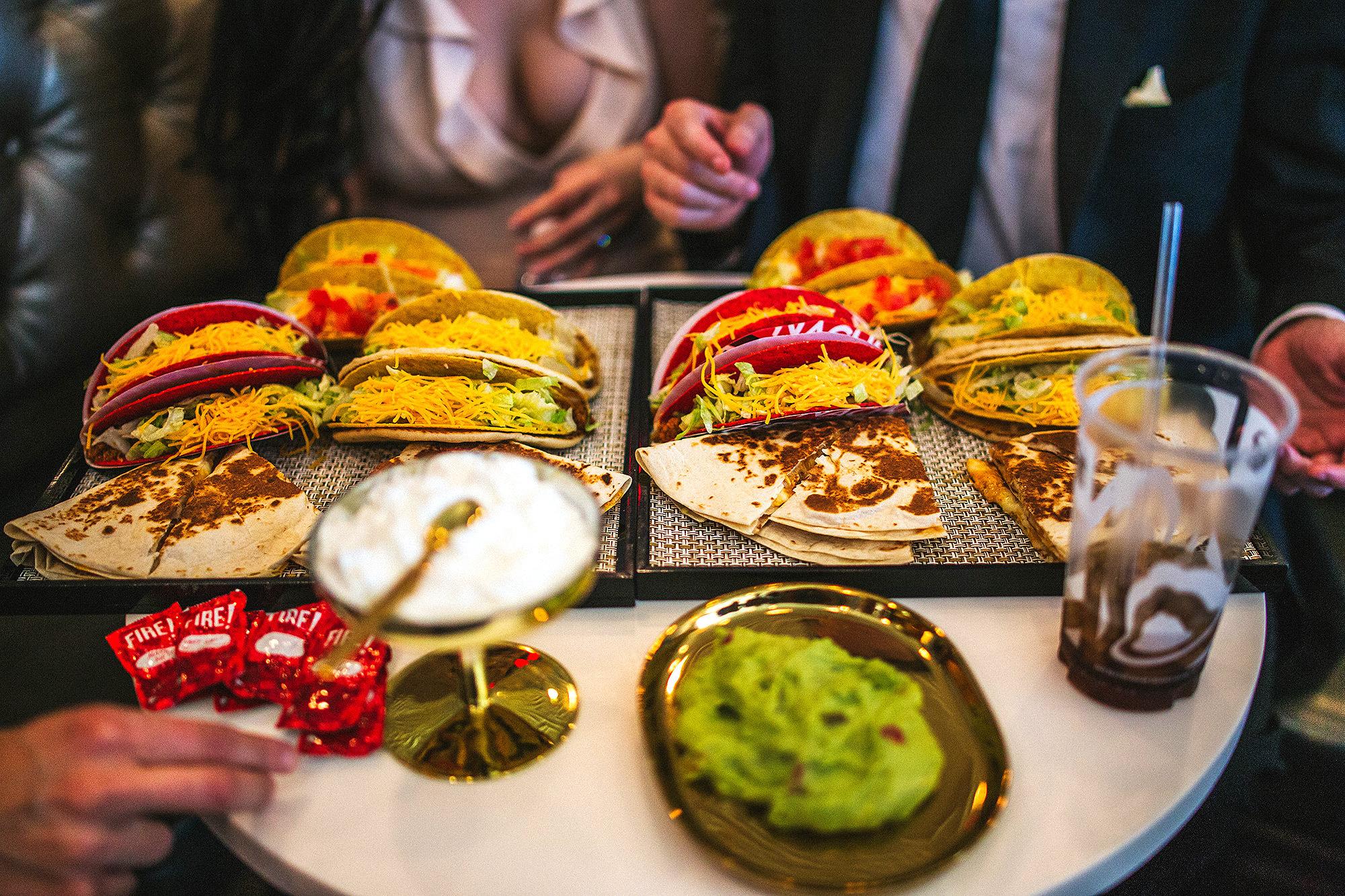 Taco Bell предлагает специальное свадебное меню. Фото: people.com