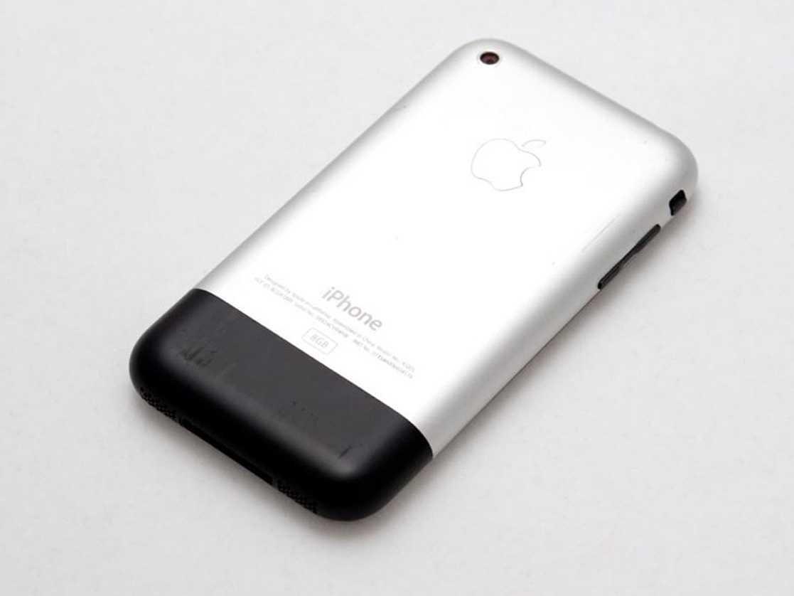 Задняя панель первого iPhone. Фото: businessinsider.com